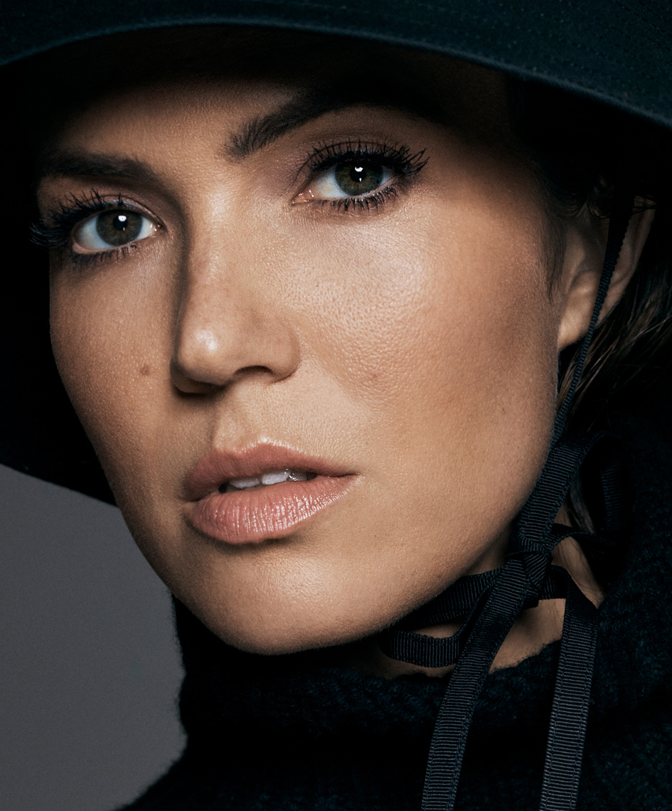 MANDY_MOORE_06_058_v1-crop